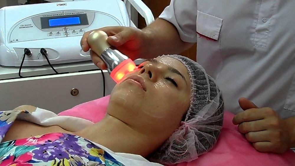Как проводится процедура лазерной мезотерапии лица