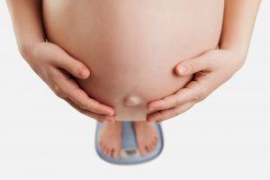 Младенцев начинают лечить от ожирения еще до рождения