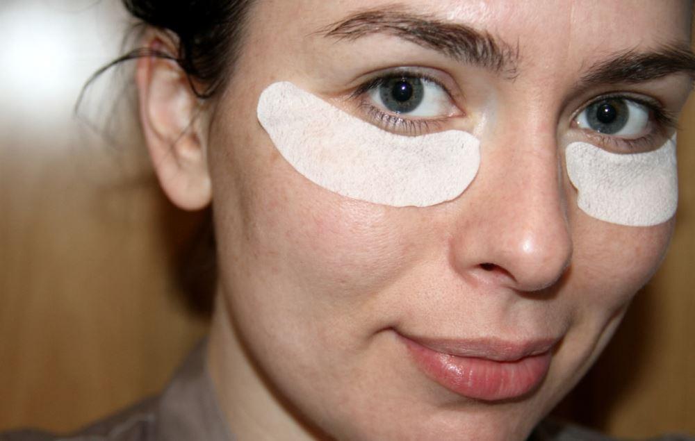 Патчи с гиалуроновой кислотой для кожи вокруг глаз