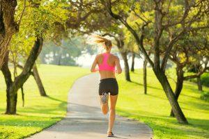 Учёные давно спорят по поводу того, полезен или нет утренний бег