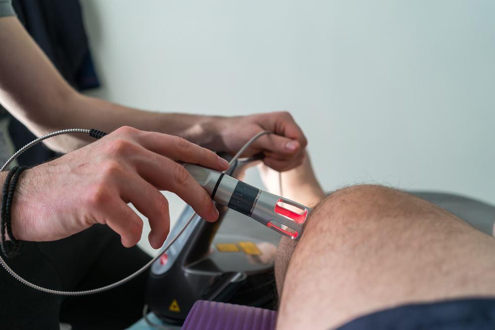 Инфракрасная лазеротерапия коленного сустава