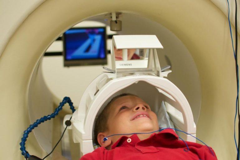 Метод диагностики аутизма на основе реакции головного мозга
