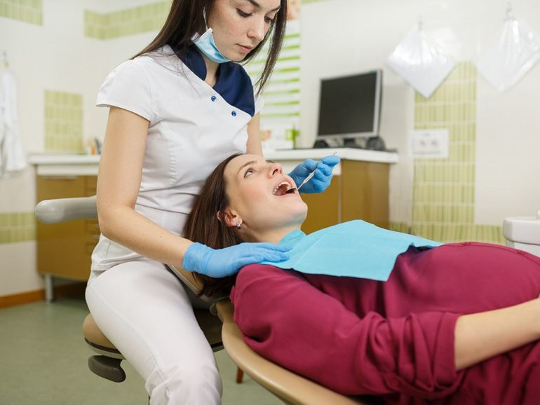 Можно ли беременным лечить зубы с анестезией?