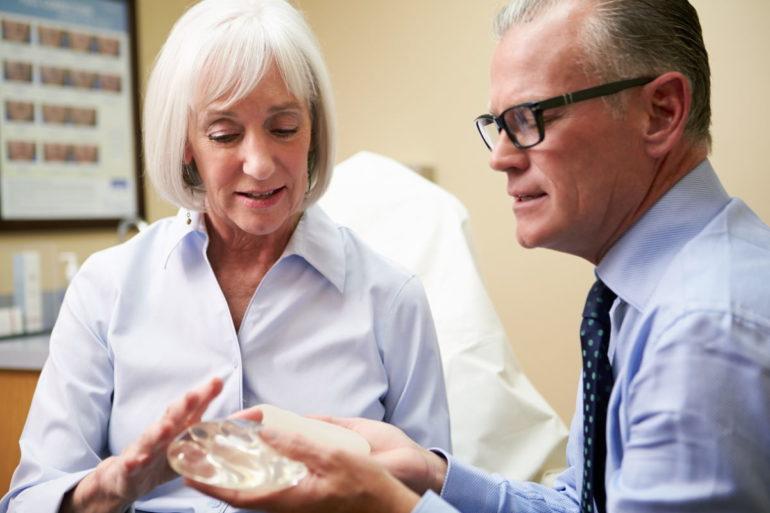 Операция по реконструкции груди: правильный выбор пластического хирурга